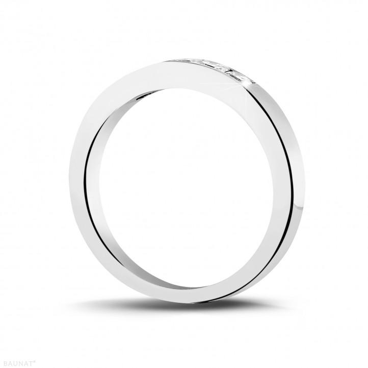 0.50 quilates alianza en platino con diamantes talla princesa