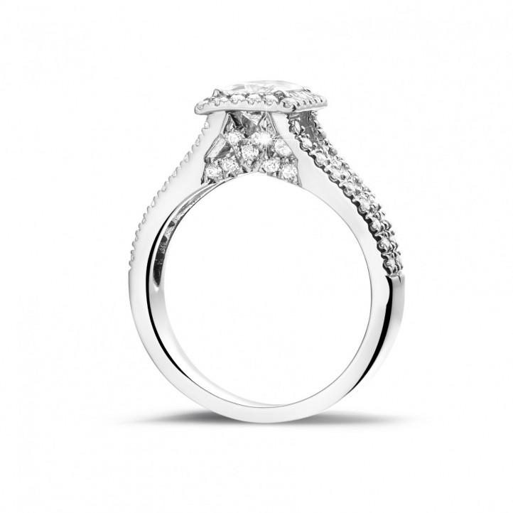 0.70 quilates anillo solitario en oro blanco con diamante talla princesa y diamantes laterales