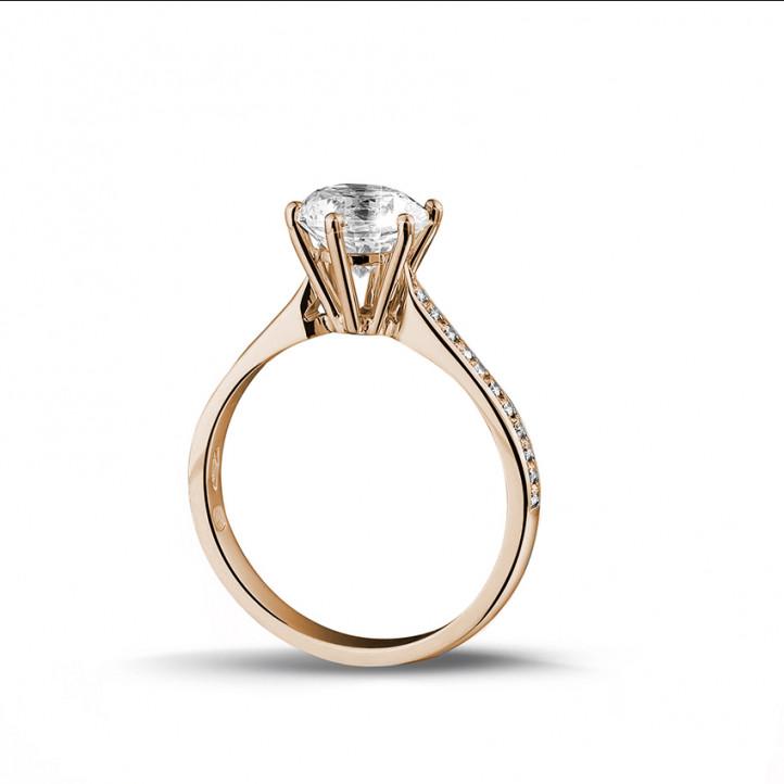 1.50 quilates anillo de oro rojo de diamantes con diamantes en los lados