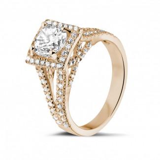 1.20 quilates anillo de oro rojo de diamantes con diamantes en los lados