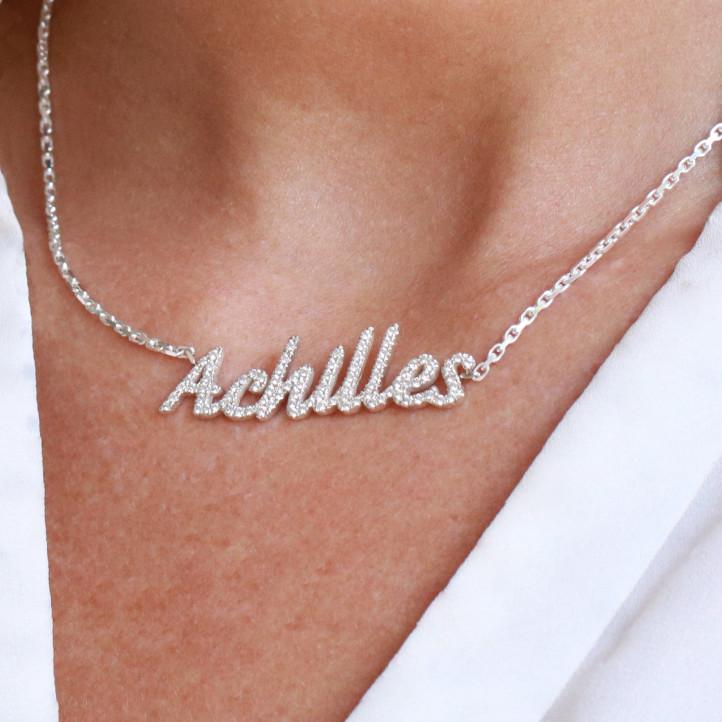 Gargantilla personalizada con nombre en oro de 18 qt con diamantes redondos