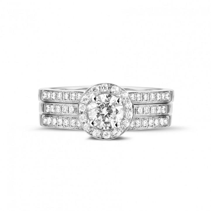 0.50 quilates anillo solitario diamante de platino con diamantes en los lados