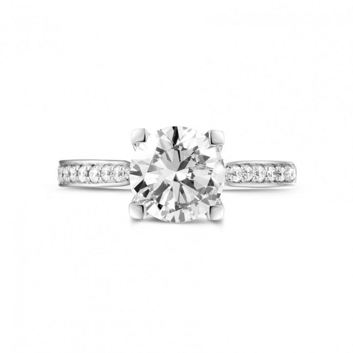 1.50 quilates anillo solitario diamante en oro blanco con diamantes en los lados