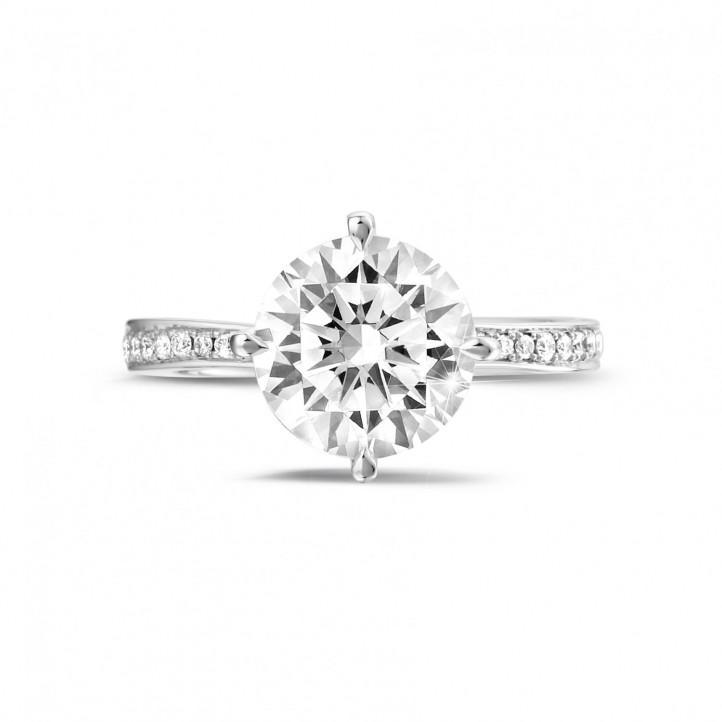 2.50 quilates anillo solitario diamante en oro blanco con diamantes en los lados