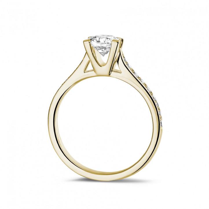 0.75 quilates anillo solitario diamante en oro amarillo con diamantes en los lados