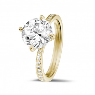 2.50 quilates anillo solitario diamante en oro amarillo con diamantes en los lados