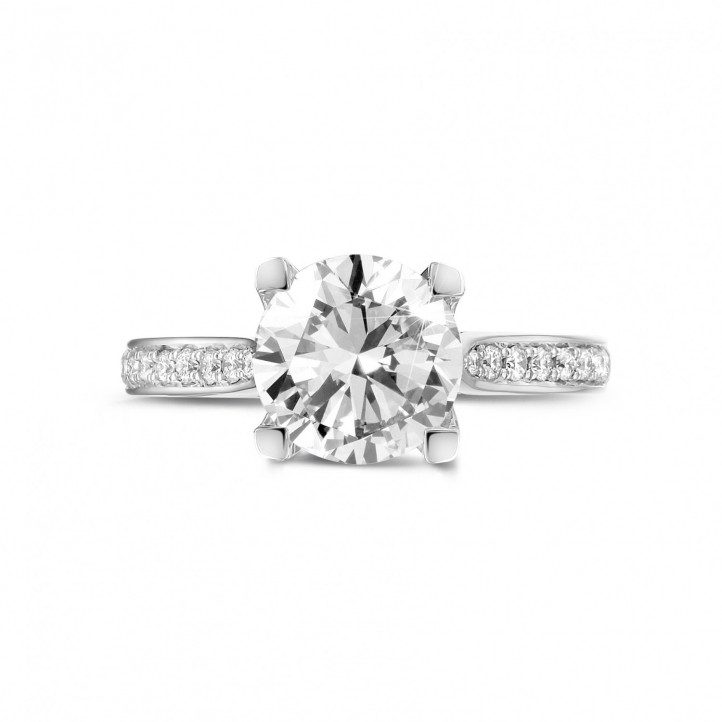 2.00 quilates anillo solitario diamante en platino con diamantes en los lados