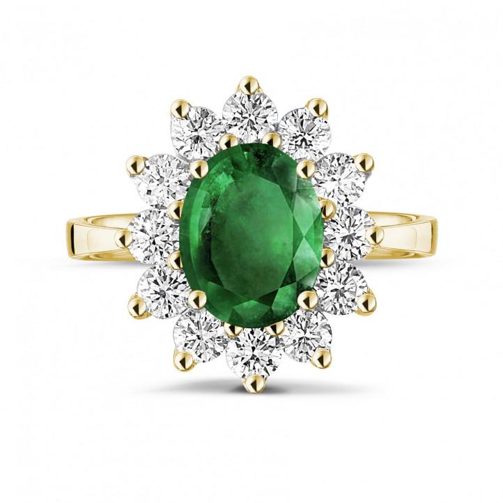 Anillo « entourage » en oro amarillo con esmeralda ovalada y diamantes redondos