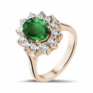 - Anillo « entourage » en oro rojo con esmeralda ovalada y diamantes redondos