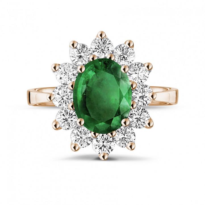 Anillo « entourage » en oro rojo con esmeralda ovalada y diamantes redondos