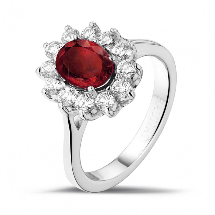 Anillo « entourage » en oro blanco con rubí ovalado y diamantes redondos