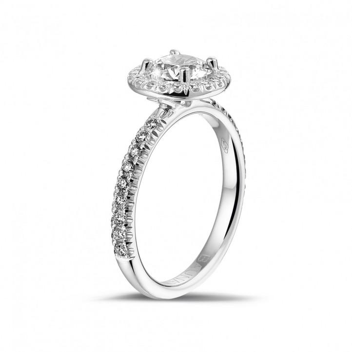 380f04e361c 1.00 quilates halo anillo solitario en oro blanco con diamantes redondos
