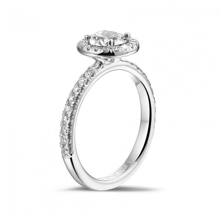 0.70 quilates Halo anillo solitario en platino con diamantes redondos
