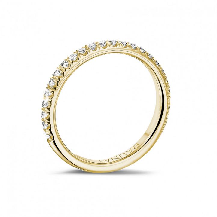 0.35 quilates alianza de diamantes (media banda) en oro amarillo