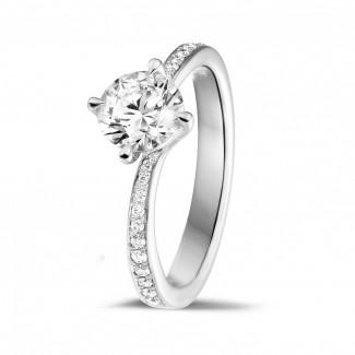 Classics - 0.90 quilates anillo solitario diamante en oro blanco con diamantes en los lados