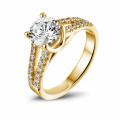 1.20 quilates anillo solitario en oro amarillo con diamantes laterales