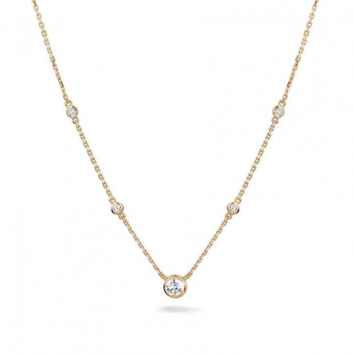 0.45 quilates colgante diamante satélite en oro rojo