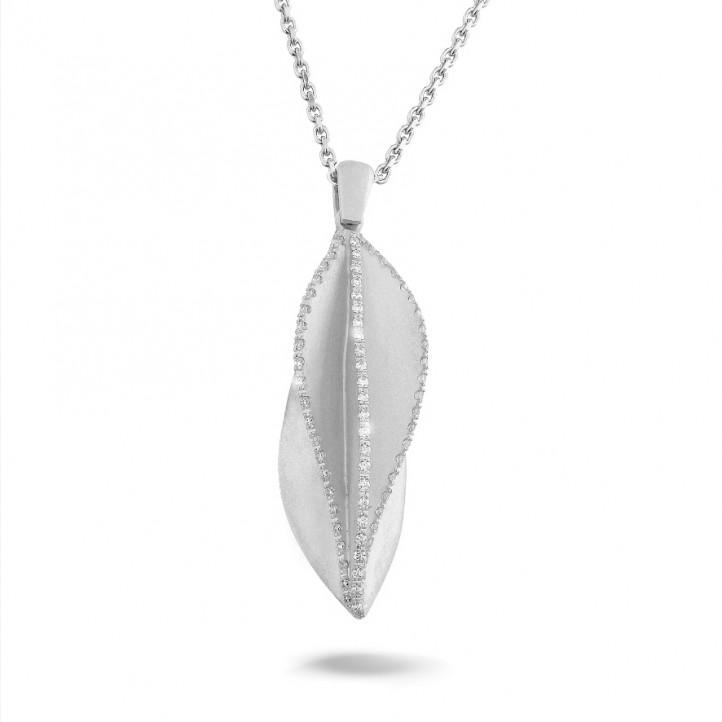 0.40 quilates colgante diamante diseño en oro blanco