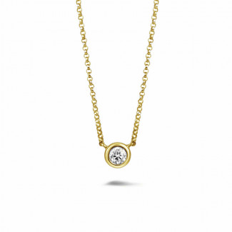 0.30 quilates colgante diamante satélite en oro amarillo
