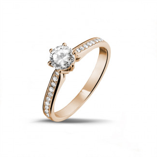 0.50 quilates anillo de oro rojo de diamantes con diamantes en los lados