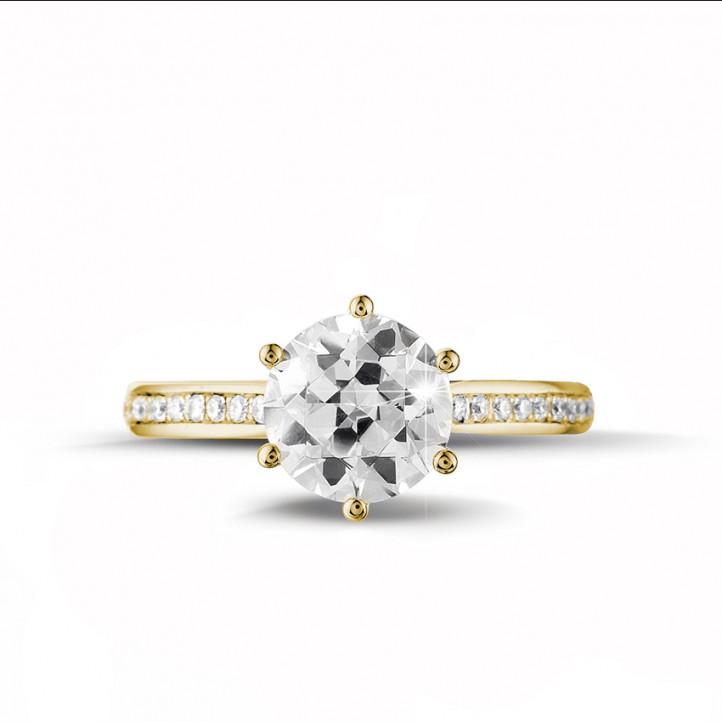 2.00 quilates anillo de oro amarillo de diamantes con diamantes en los lados