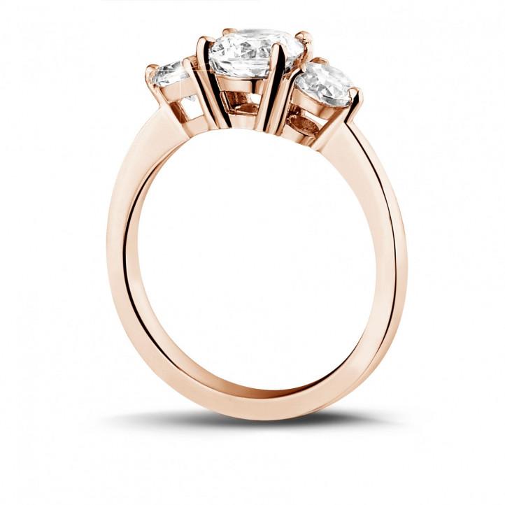 1.50 quilates anillo trilogía en oro rojo con diamantes redondos