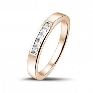 0.30 quilates alianza en oro rojo con diamantes talla princesa