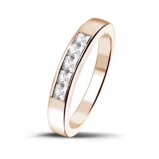 0.50 quilates alianza en oro rojo con diamantes talla princesa