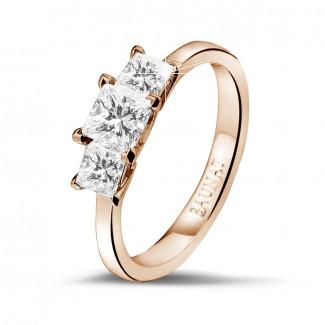 Anillos Compromiso de Diamantes en Oro Rosa - 1.05 quilates anillo trilogía en oro rojo con diamantes talla princesa