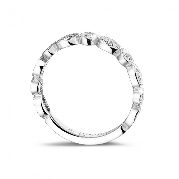 0.30 quilates alianza de combinación de diamantes en oro blanco con diseño de marquesa
