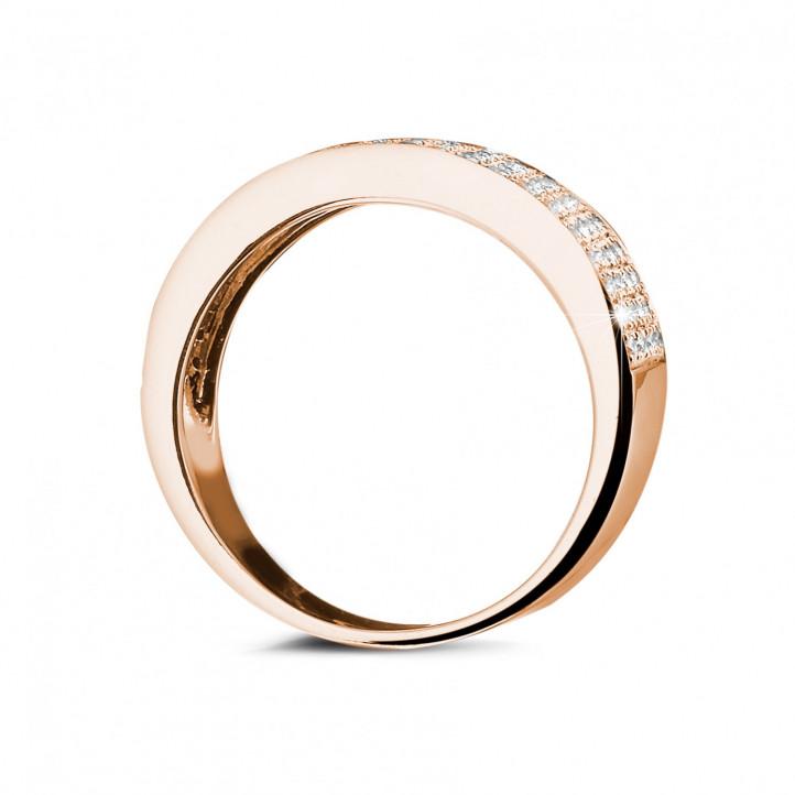 0.64 quilates alianza diamante amplia en oro rojo
