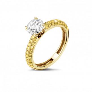 1.20 quilates anillo solitario (media banda) en oro amarillo con diamantes amarillos en los lados