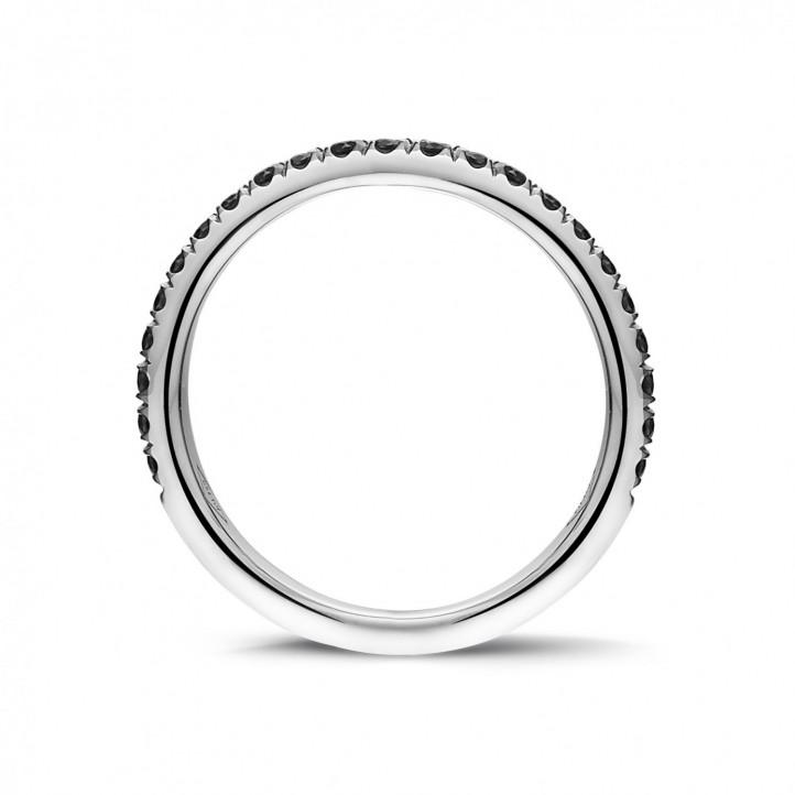 0.35 quilates alianza (media banda) en oro blanco con diamantes negros