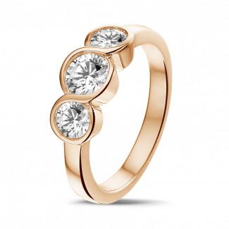 Anillos Compromiso de Diamantes en Oro Rosa - 0.95 quilates anillo trilogía en oro rojo con diamantes redondos
