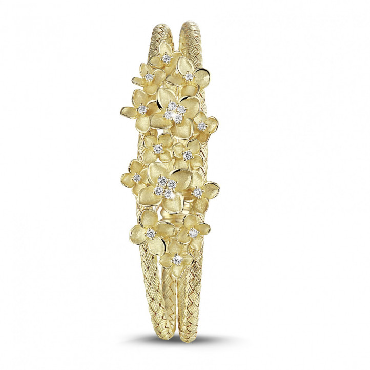 0.55 quilates pulsera esclava diseño de flores con diamantes en oro amarillo