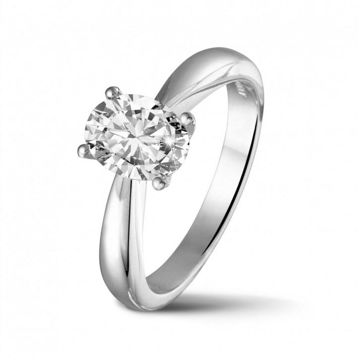1.20 quilates anillo solitario en oro blanco con un diamante ovalado