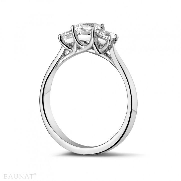 0.70 quilates anillo trilogía en oro blanco con diamantes talla princesa