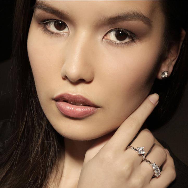 1.50 quilates anillo trilogía en oro blanco con diamantes talla princesa