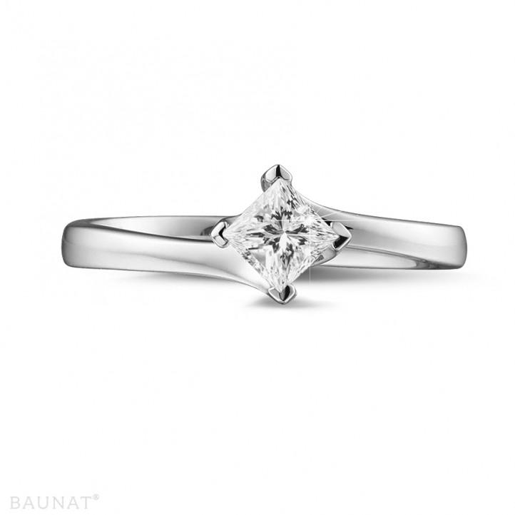 0.50 quilates anillo solitario en oro blanco con diamante talla princesa