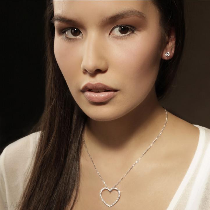 0.60 quilates pendientes diamantes diseño en oro blanco con ocho garras