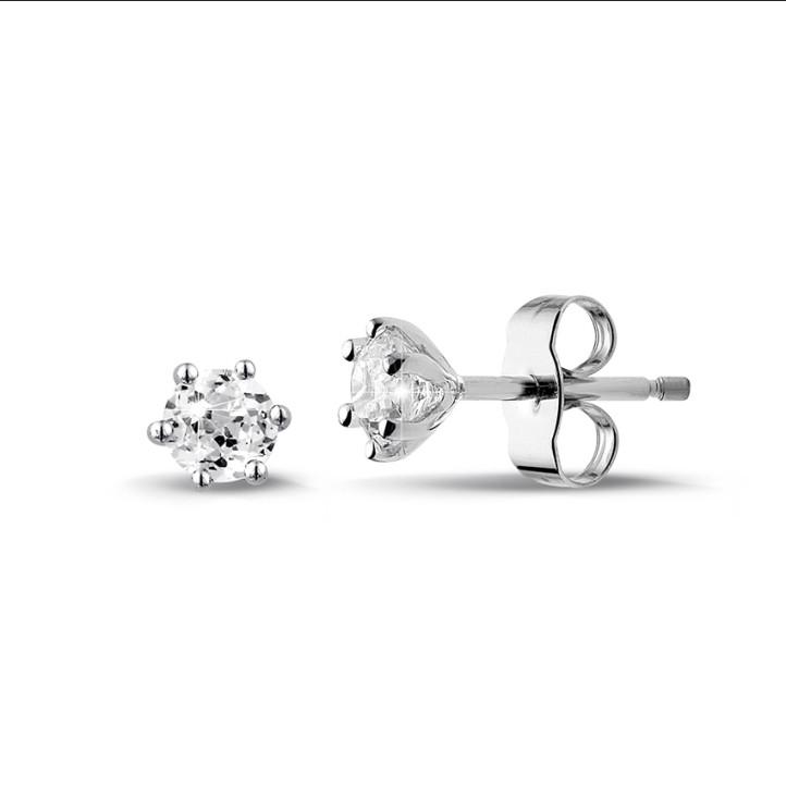 0.60 quilates pendientes diamantes clásicos en oro blanco con seis garras