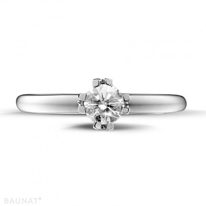 0.50 quilates anillo solitario diamante diseño en platino con ocho garras