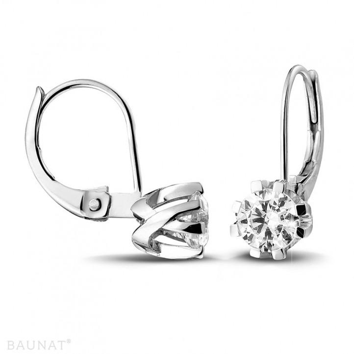 1.00 quilates pendientes diamantes diseño en oro blanco con ocho garras