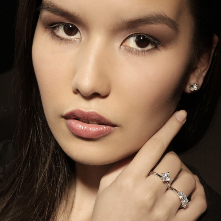 2.50 quilates pendientes diamantes talla princesa en oro blanco