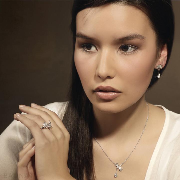 0.55 quilates anillo diamante flor y libélula diseño en oro blanco