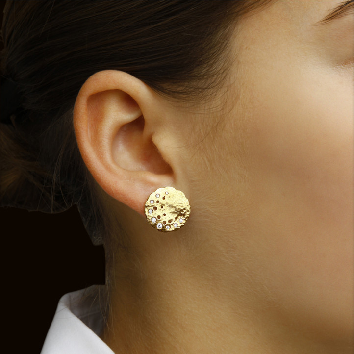 0.26 quilates pendientes diamantes diseño en oro amarillo