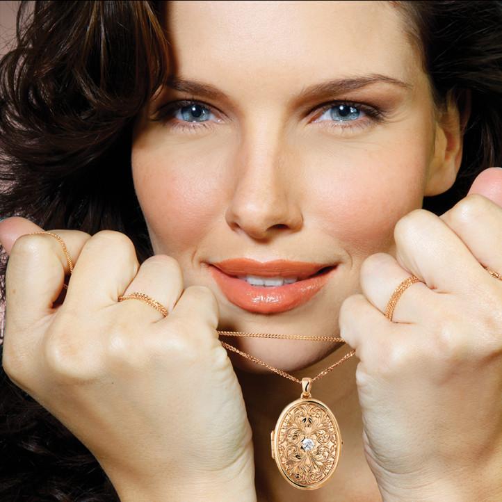 0.40 quilates medallón diamante diseño en oro rojo