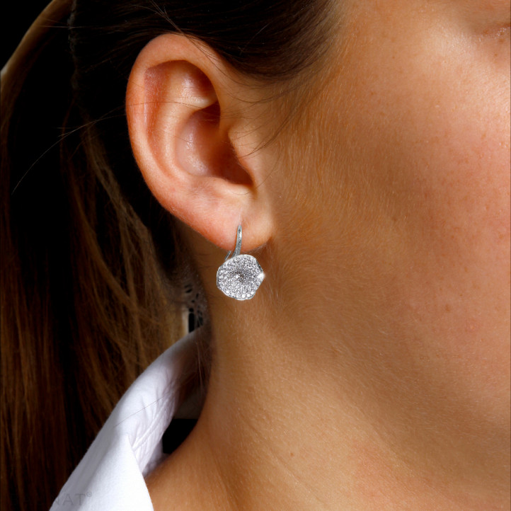 0.76 quilates pendientes diamantes diseño en oro blanco