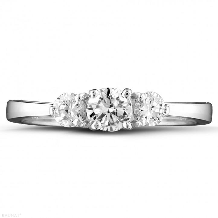 0.67 quilates anillo trilogía en oro blanco con diamantes redondos