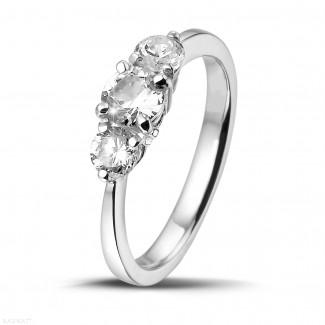 Compromiso - 1.00 quilates anillo trilogía en oro blanco con diamantes redondos